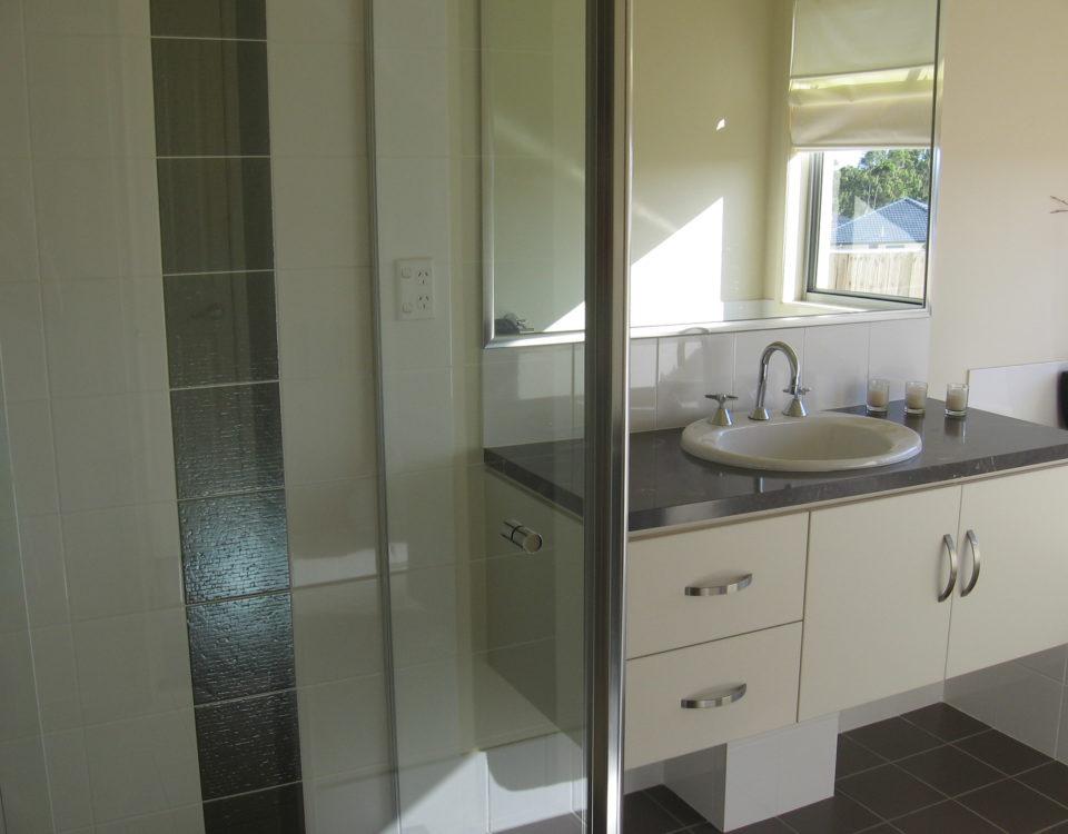 Shower Screens Gold Coast Burleigh